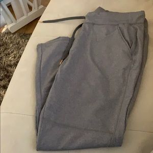 Lou and grey active pant